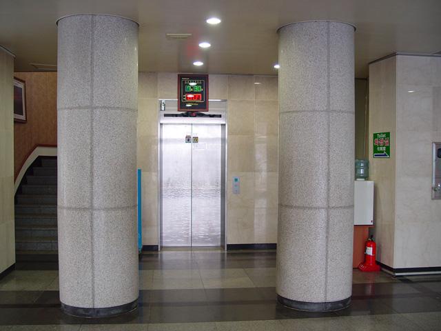 전망대 올라가는 엘리베이터